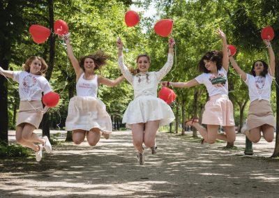 Photographe de mariage et EVJF à Paris ballon rouge