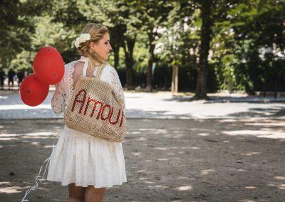 Photographe de mariage et EVJF à Paris ballon rouge et amour