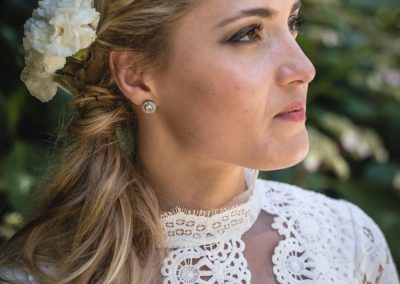 Photographe de mariage et EVJF à Paris coiffure mariée